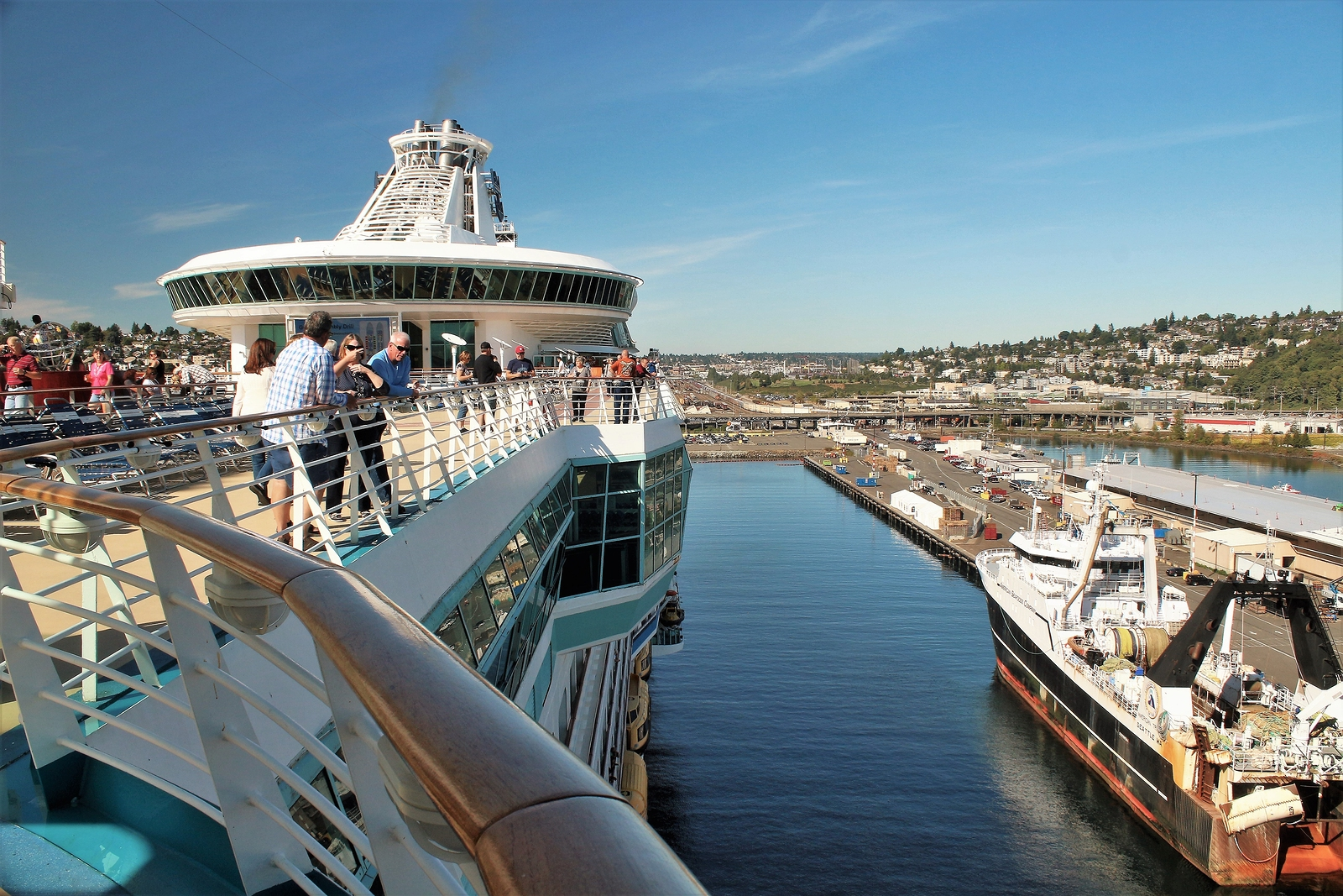cruise  accused  serving  college student  equivalent   drinks   fell